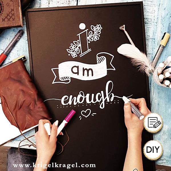 Handlettering mit Kreide auf Tafel malen. Vorgehensweise und Materialien für Lettering mit Kreidestiften.