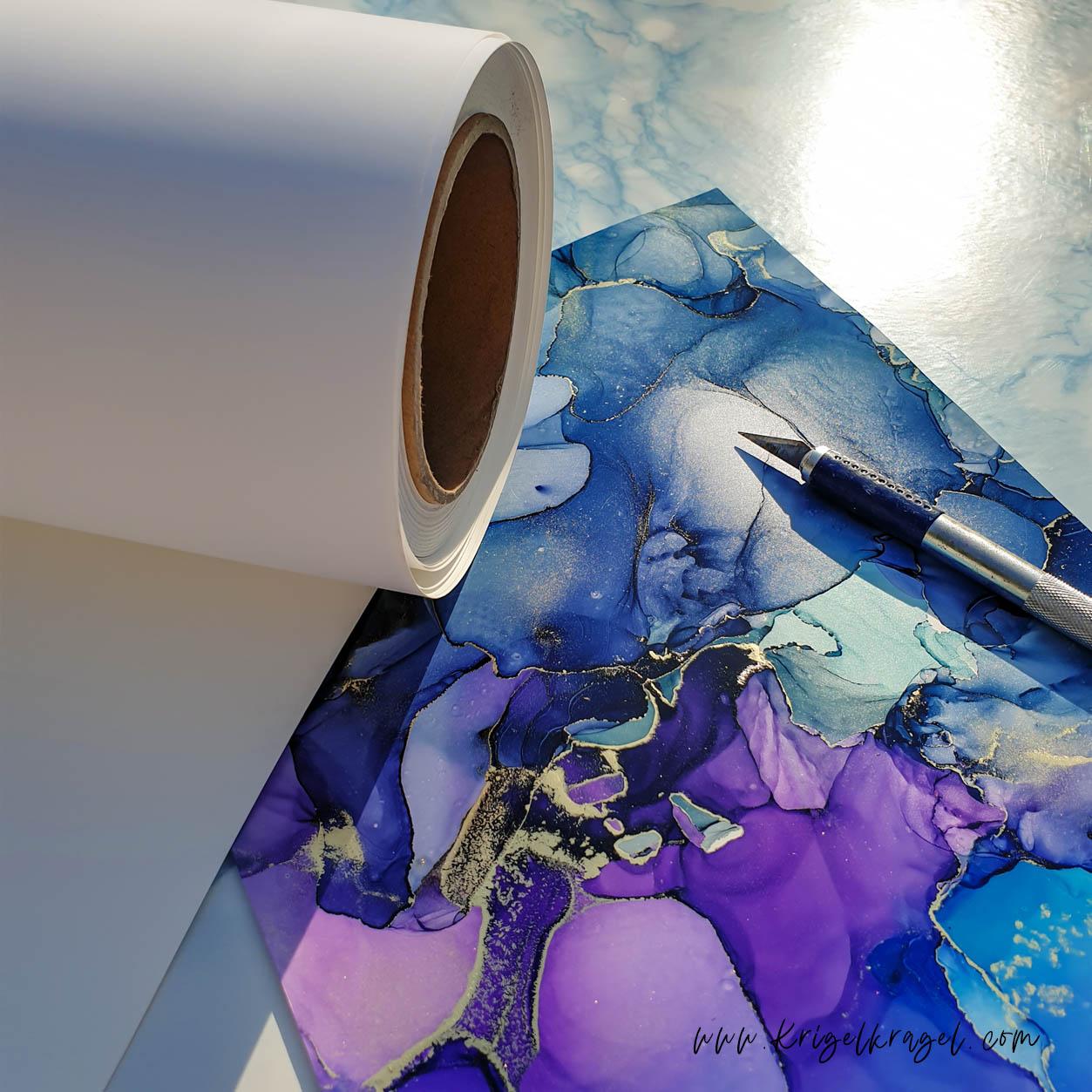 Viele verschiedene und neue Papiere für Alkoholtinte! Mit Alcohol Ink kannst du nicht nur auf Yupo malen. Es gibt viel mehr. Desiree Delage hat auf ihrem Blog neue Papiere herausgefunden und aufgelistet. So kannst du einfach Hochzeit-Papeterie, Karten und Geschenke selber gestalten und malen. #alkoholtinte #alcoholink #malidee #malenlernen