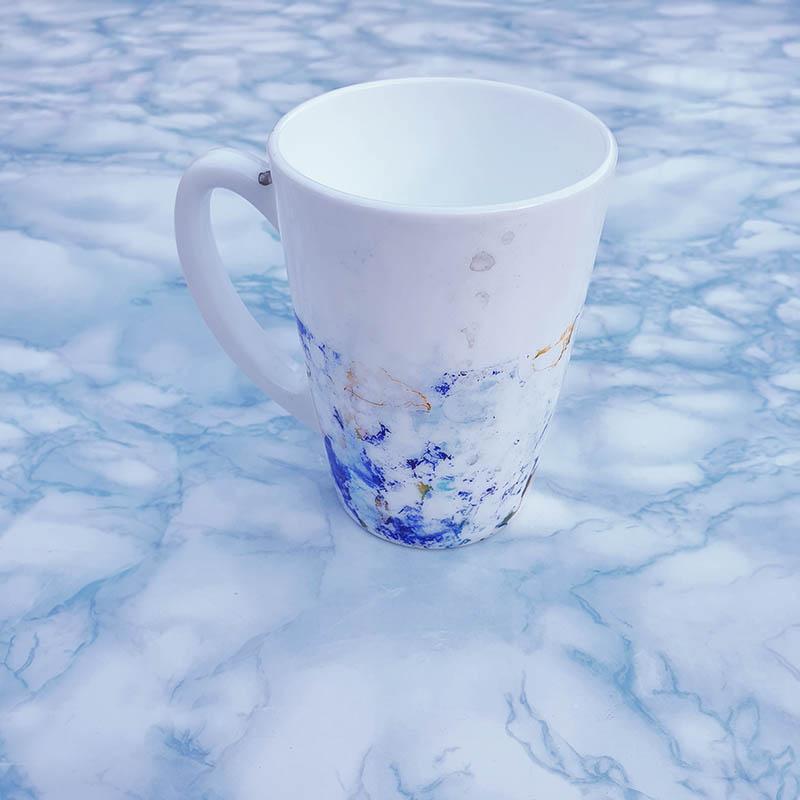 DIY Anleitung zum Bemalen von Tassen mit Alkoholtinte und die passende Versiegelung für den täglichen Gebrauch. Tassen mit Alcohol inks selber bemalen und haltbar machen.