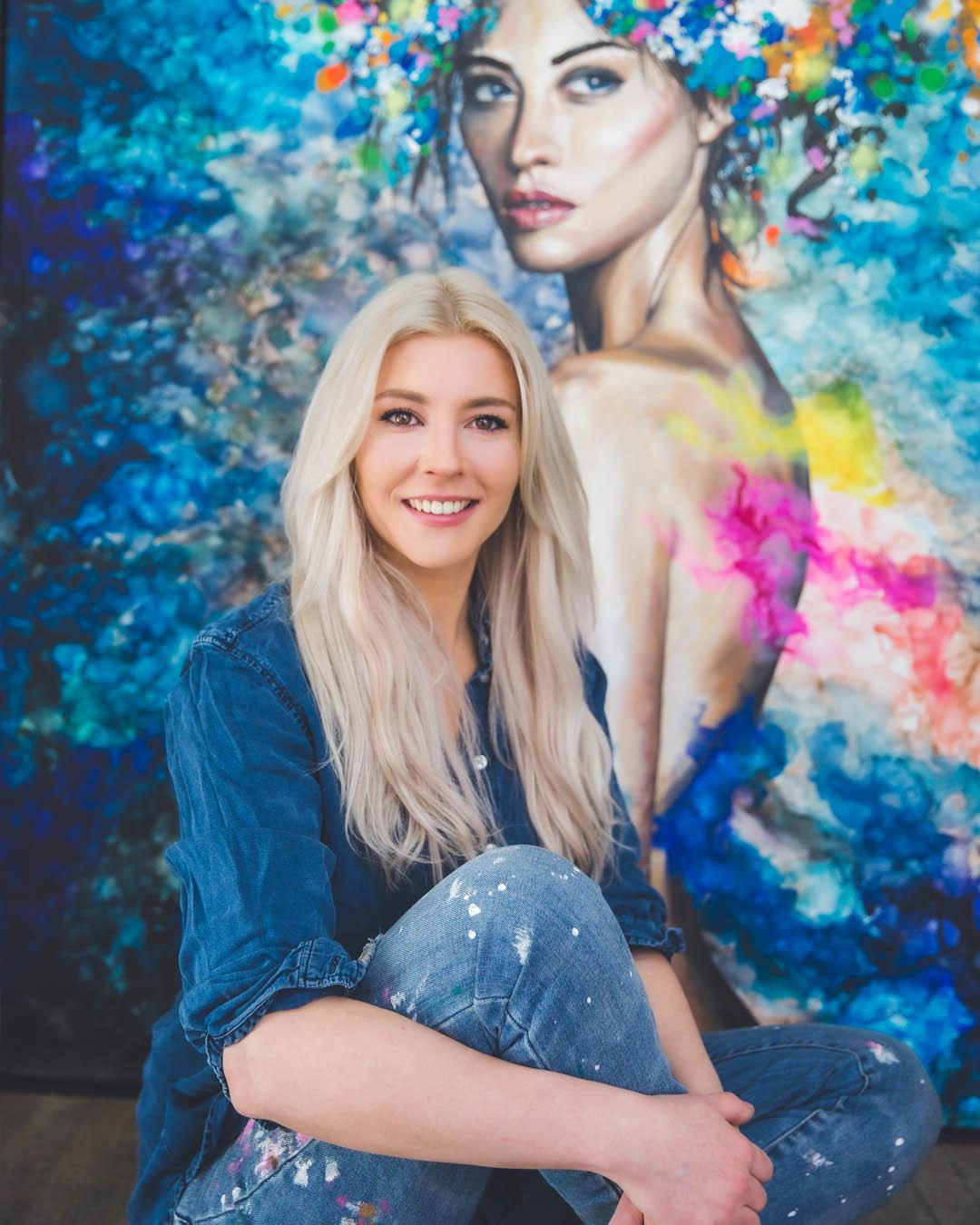Desiree Delage mal und doziert mit und über Alkoholtinte, Acryl. Aquarell und Zeichnung auf ihrem Blog Krigelkragel. Dort findest du ihr Art Studio Desiree Delage.